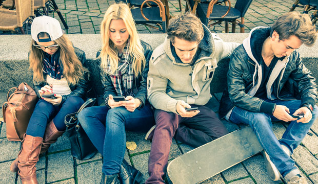 smartphone addiction teenager One out of two teenagers feels addicted to their phone, according to a  it's  working on new ways to protect kids from smartphone addiction,.
